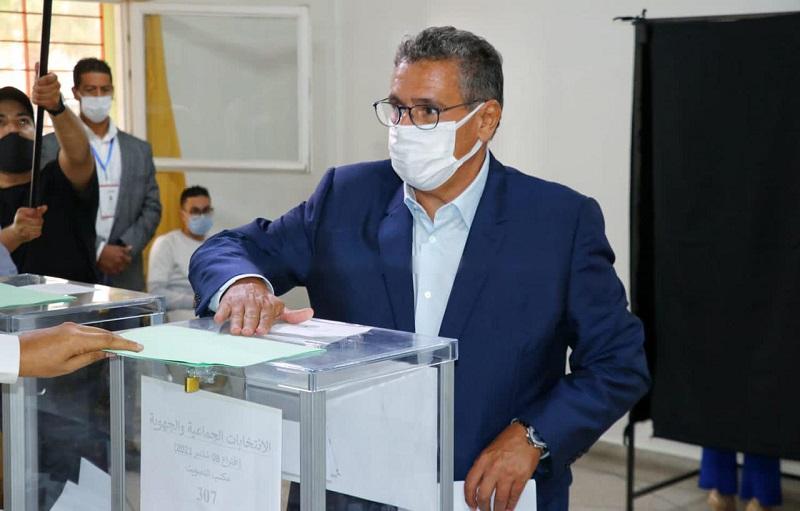 انتخابات 2021   عزيز أخنوش رفقة أسرته يدلون بأصواتهم في الانتخابات بأكادير