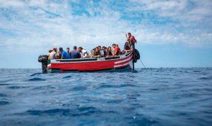 بينهم سيدة وقاصر.. إنقاذ 58 مغربيا مرشحا للهجرة السرية بعرض سواحل طانطان