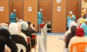 مسؤول مغربي: %82 من المغاربة تلقوا لقاح كورونا.. وسنبلغ المناعة الجماعية بداية دجنبر