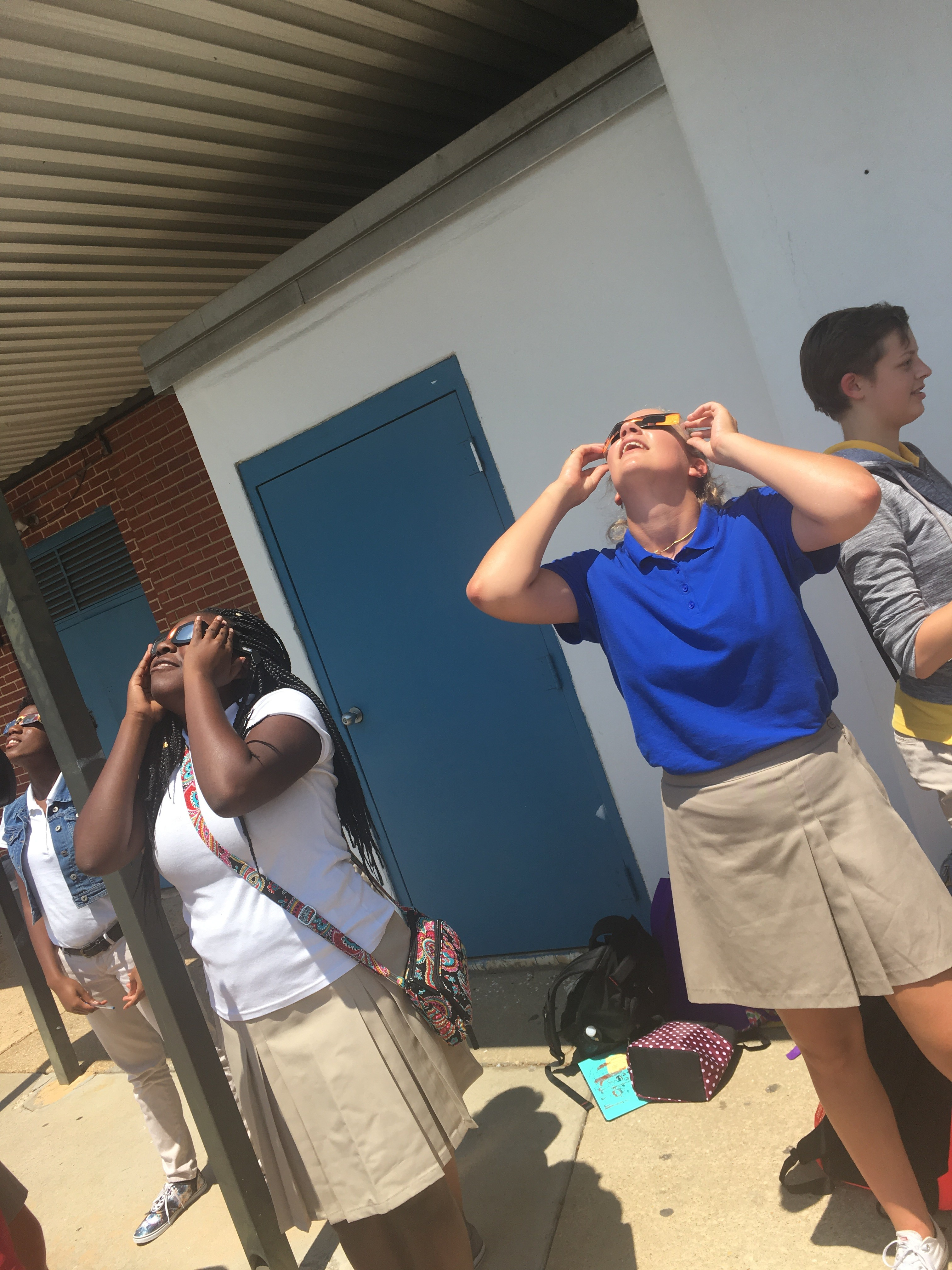 Montgomery Students View Solar Eclipse At School
