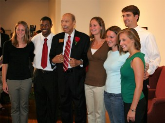 The late art collector Paul R. Jones with University of Alabama students in 2008. (University of Alabama Department of Art and Art History)