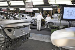 Workers build 2018 Honda Accords on the assembly line in Marysville, Ohio. (Ty Wright / Bloomberg)