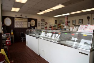 Cammie's Old Dutch Ice Cream Shoppe is delighting patrons with sweet treats both in the shop and at home through grocery store sales. (Brittany Faush / Alabama NewsCenter)