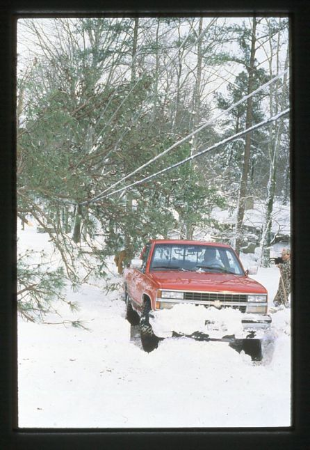 Alabamians work to dig out of the crippling snow in the Blizzard of '93. (file)