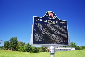 Alabama Historical Association marker dedicated to Congressman Carl Atwood Elliott (1913–1999) in Vina, 2018. (Brian Stansberry, Wikipedia)