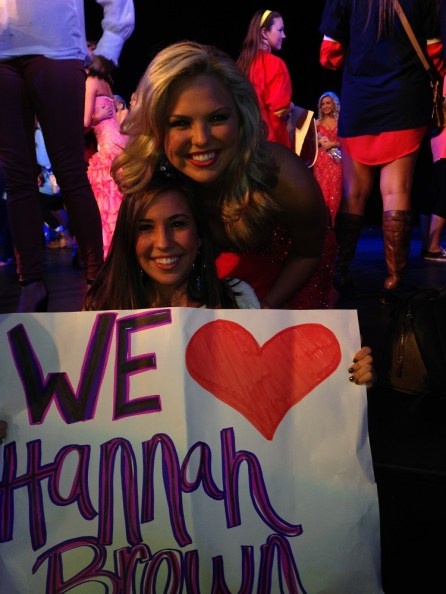 Hannah Brown with a supporter during her Miss Alabama USA run. (file)
