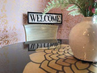 The cozy interior of JaWanda's Sweet Potato Pies welcomes customers. (Keisa Sharpe)