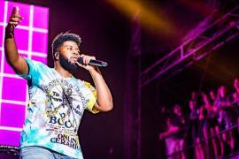 Khalid performs at the 2019 Hangout Music Festival. (Nik Layman / Alabama NewsCenter)