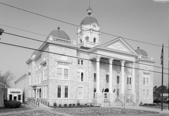 Shelby County Courthouse, Columbiana, 1993. (Photography by Jet Loew, Library of Congress, Prints and Photographs Division)
