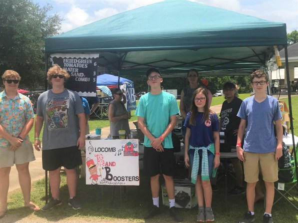 The Slocomb High School Band Boosters run the most popular booth at the annual Slocomb Tomato Festival -- the one that sells fried green tomatoes and tomato sandwiches. (Linda Brannon/Alabama NewsCenter)