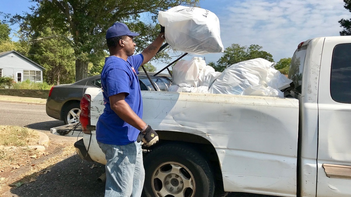 Volunteers scour communities for trash during second Valley Creek cleanup of 2019