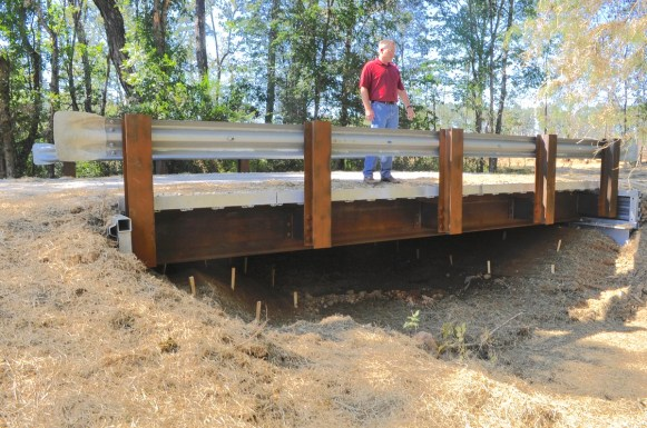 When Little Canoe Creek returns to full flow this winter, the new bridge is expected to improve the breeding habitat for the trispot darter. (Karim Shamsi-Basha/Alabama NewsCenter)