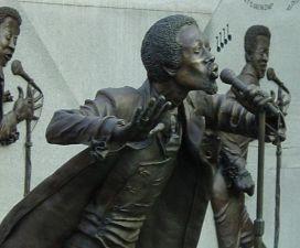 Detail of bronze statue of Eddie Kendrick at Eddie Kendrick Memorial Park. (Photograph by Rob Collins, Bhamwiki)