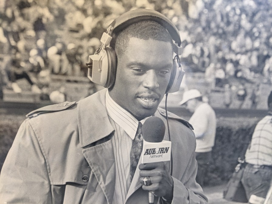 Former Auburn linebacker and sideline reporter Quentin Riggins was presented the Walter Gilbert Award. (contributed)
