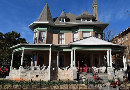 The Hassinger Daniels Mansion dates to 1898. (Donna Cope/Alabama NewsCenter)