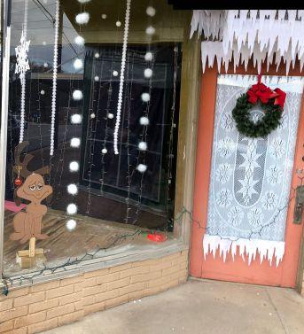 A pup awaits Santa. (Karen White / Alabama NewsCenter)