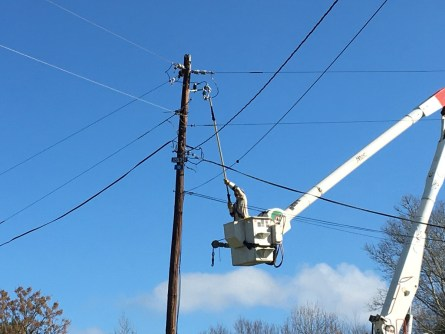 An Alabama Power crew in Southern Division works to restore power following the deadly storms that struck the state on January 11. (Michael Jordan / Alabama NewsCenter)