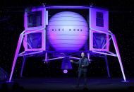 Jeff Bezos announces Blue Moon, a lunar landing vehicle for the moon, during a Blue Origin event in Washington, D.C., May 9, 2019. (Bloomberg)