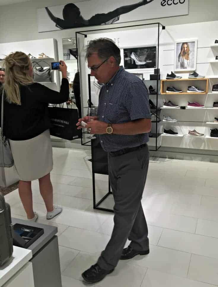 shopping at ECCO Canada