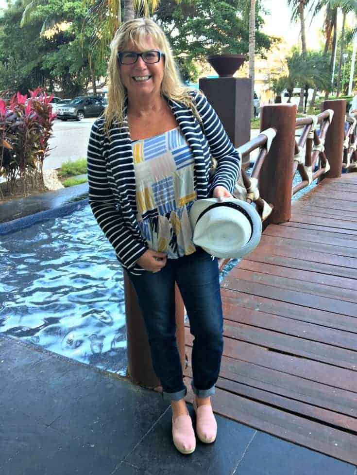 Old Navy Stripped blazer and cami with Haggar Dream Jeans and my Tom Deconstructed Alpargatas in pink suede