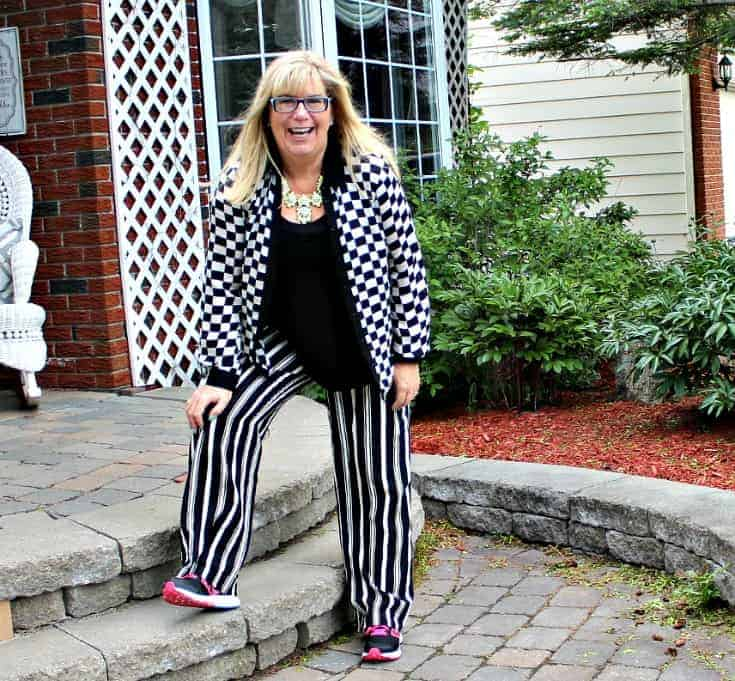 Checkes and Stripes in a flowy outfit with Neon Nike sneakers and a fun yosa necklace 8