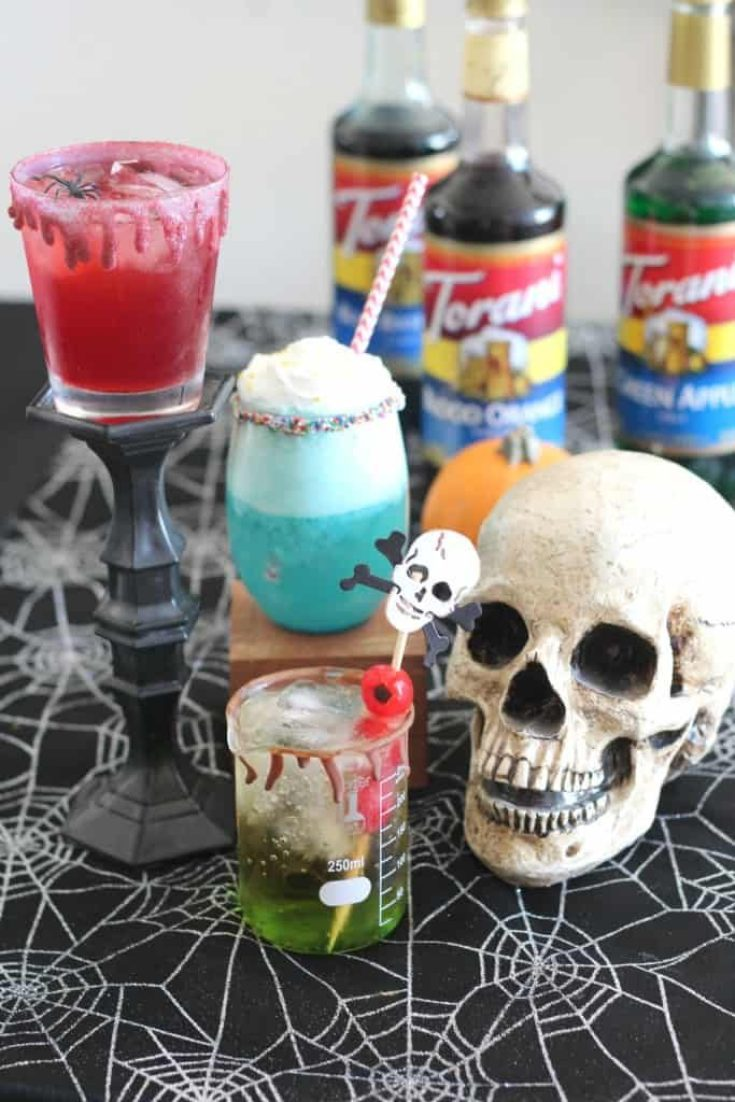 Welcome to a Ghoulish Edition of Happiness is Homemade Link Party.  It's all most fright night so it seems fitting to showcase a few spooktacular Bloggers and their fanciful creations.