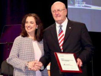 AGD 2017 Bill Chesser Accepts ACE Award