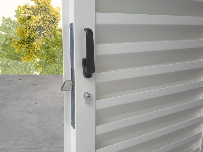 Particolare serratura basculante