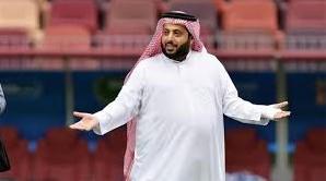 "Photo of تركى آل الشيخ فى رسالة عبر فيس بوك: ""الباب اللى يجيلك منه الريح سده واستريح"""