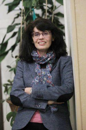 """Bara Bancel posa para una entrevista tras ofrecer la charla titulada """"Mujeres, mÌstica y polÌtica. El ejemplo de las beguinas"""" en el Foro Gogoa."""