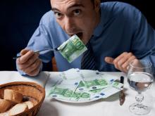 Man som äter pengar