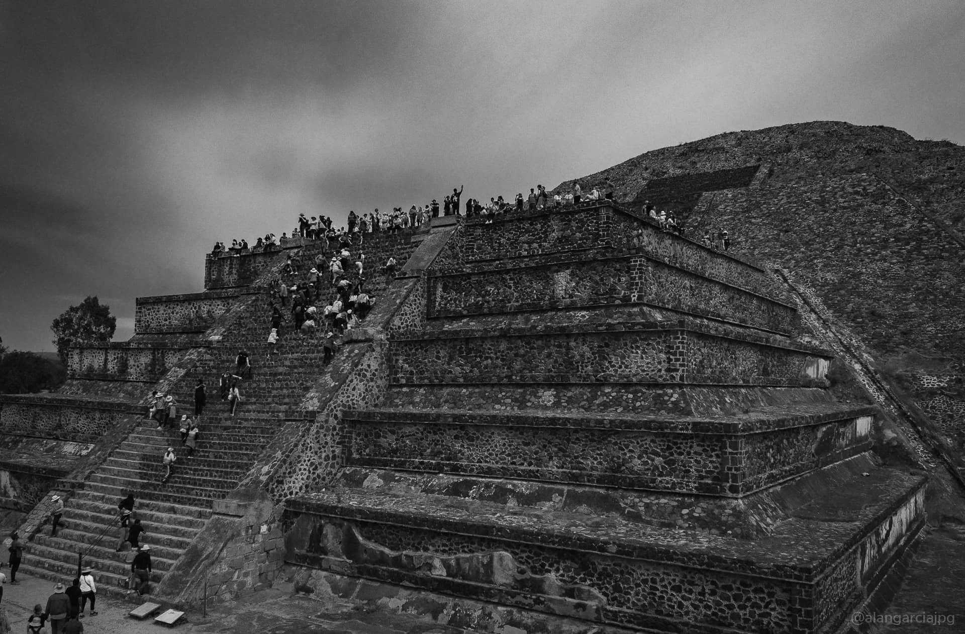 Pirámide de la Luna en Teotihuacán, México.