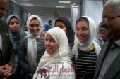 خروج الطالبات المصابات بالتسمم بعد تماثلهم