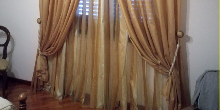 In una casa di tronchi con piccole finestre il compito principale è allargare visivamente questa zona. Come Dare Un Tocco Di Eleganza Alle Tende Con Gli Embrasse Alario Tende