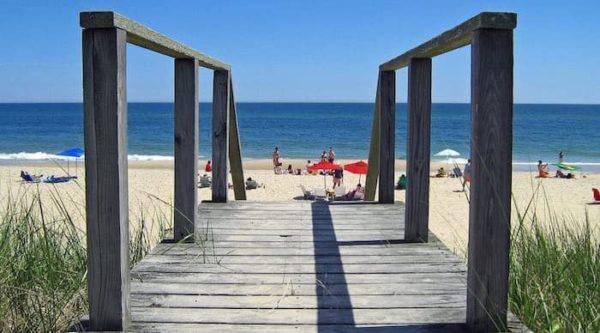 alashan viaggi verona - vista spiaggia dal pontile