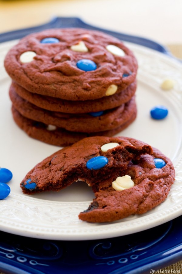 Red Velvet Chocolate Chip Cookies | A Latte Food