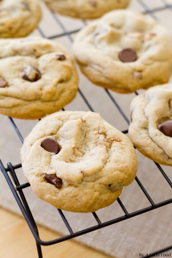 Dark Chocolate Chip Toffee Cookies | A Latte Food