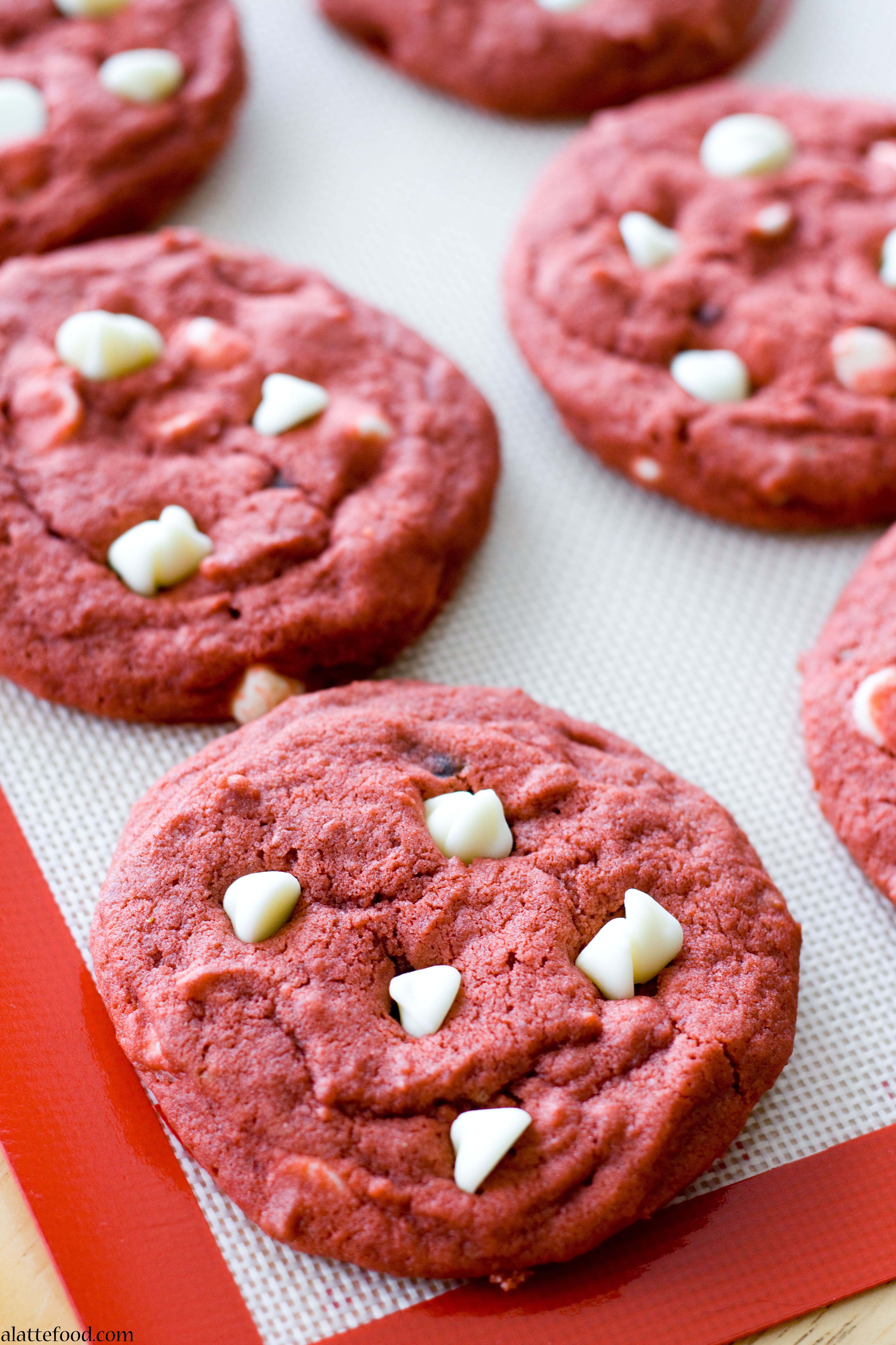 Red Velvet White Chocolate Chip Cookies - A Latte Food