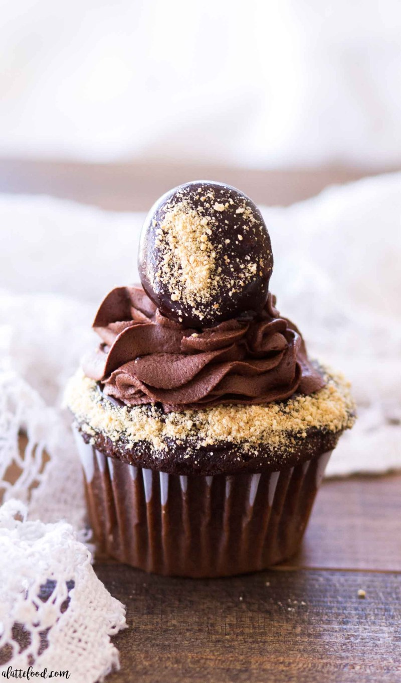 Chocolate S Mores Cupcakes With Whipped Ganache Frosting Video