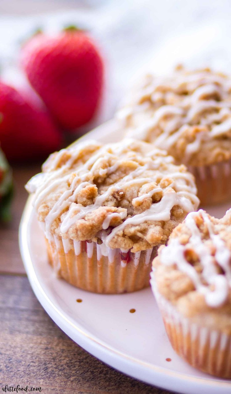 Strawberry Crumb Cake Muffins - A Latte Food