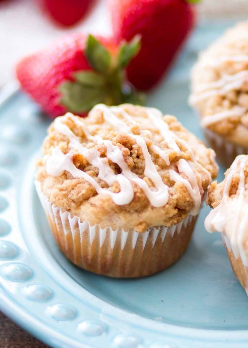 strawberry muffins with streusel topping on teal plate