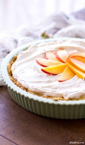 no bake peach pie in green pie dish