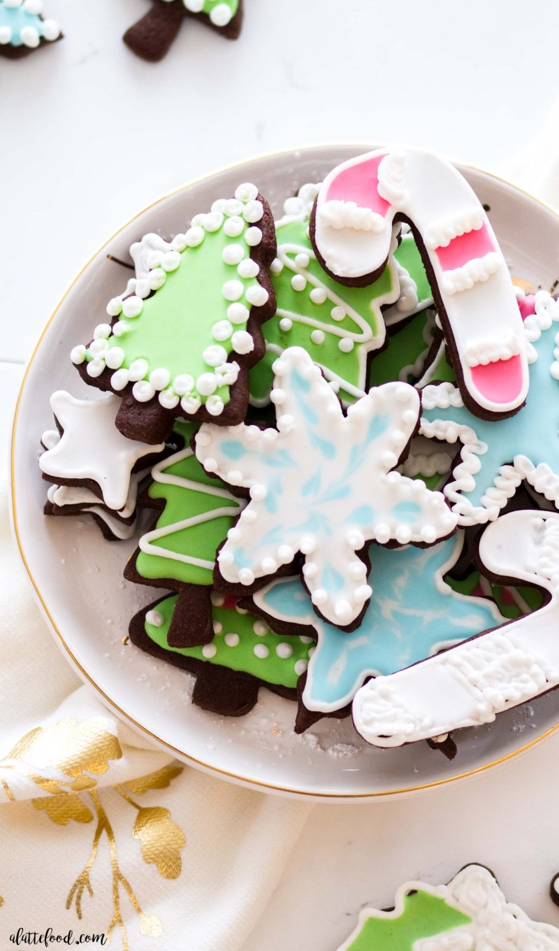 easy royal icing decorated sugar cookies