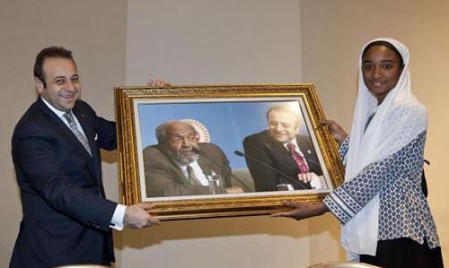 Devlet Bakanı ve Başmüzakereci Egemen Bağış'a ödül