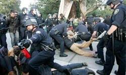 Protestoculara biber gazı sıkan polisler görevden uzaklaştırıldı