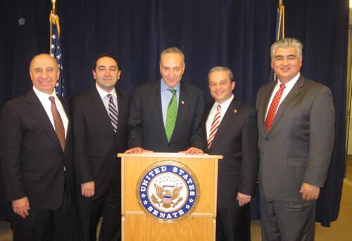 New York Senatörü Schumer Nisan Sonunda Türk Toplumu Temsilcileriyle Buluşacak