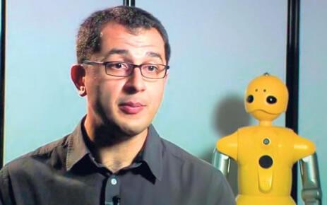 Türk bilim adamı Bilge Mutlu, robotlara beden dili öğretiyor