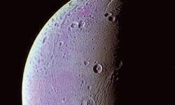 Dione'de oksijen var ama yok