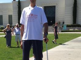 worlds-tallest-man-sultan-kose