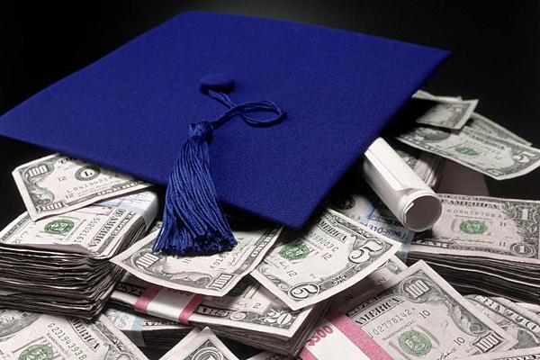 Amerika'da Üniversite Ücretleri Yükseliyor